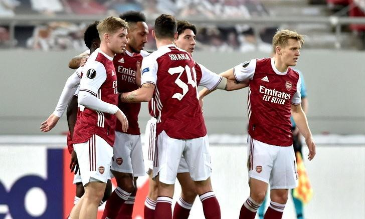 """ลุ้นสุดระทึก! """"โอบาเมยอง"""" โขกท้ายเกมพา อาร์เซนอล พลิกดับ เบนฟิก้า 3-2 ฉลุย ยูโรปาลีก 16 ทีม"""